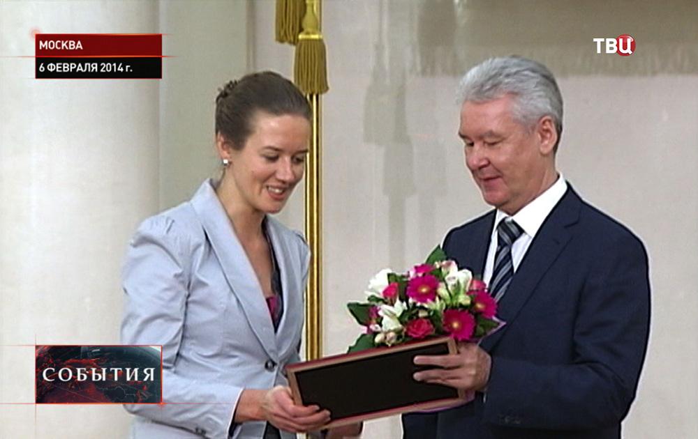 Сергей Собянин награждает молодых ученых