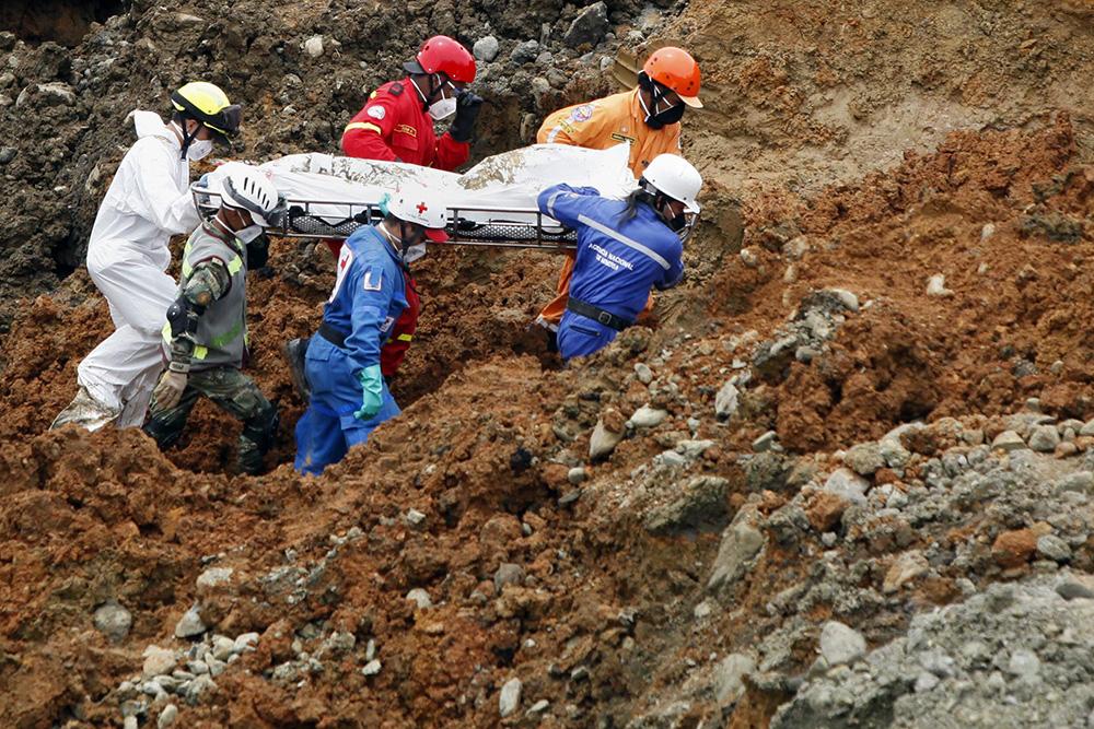 Эвакуация пострадавших при завале