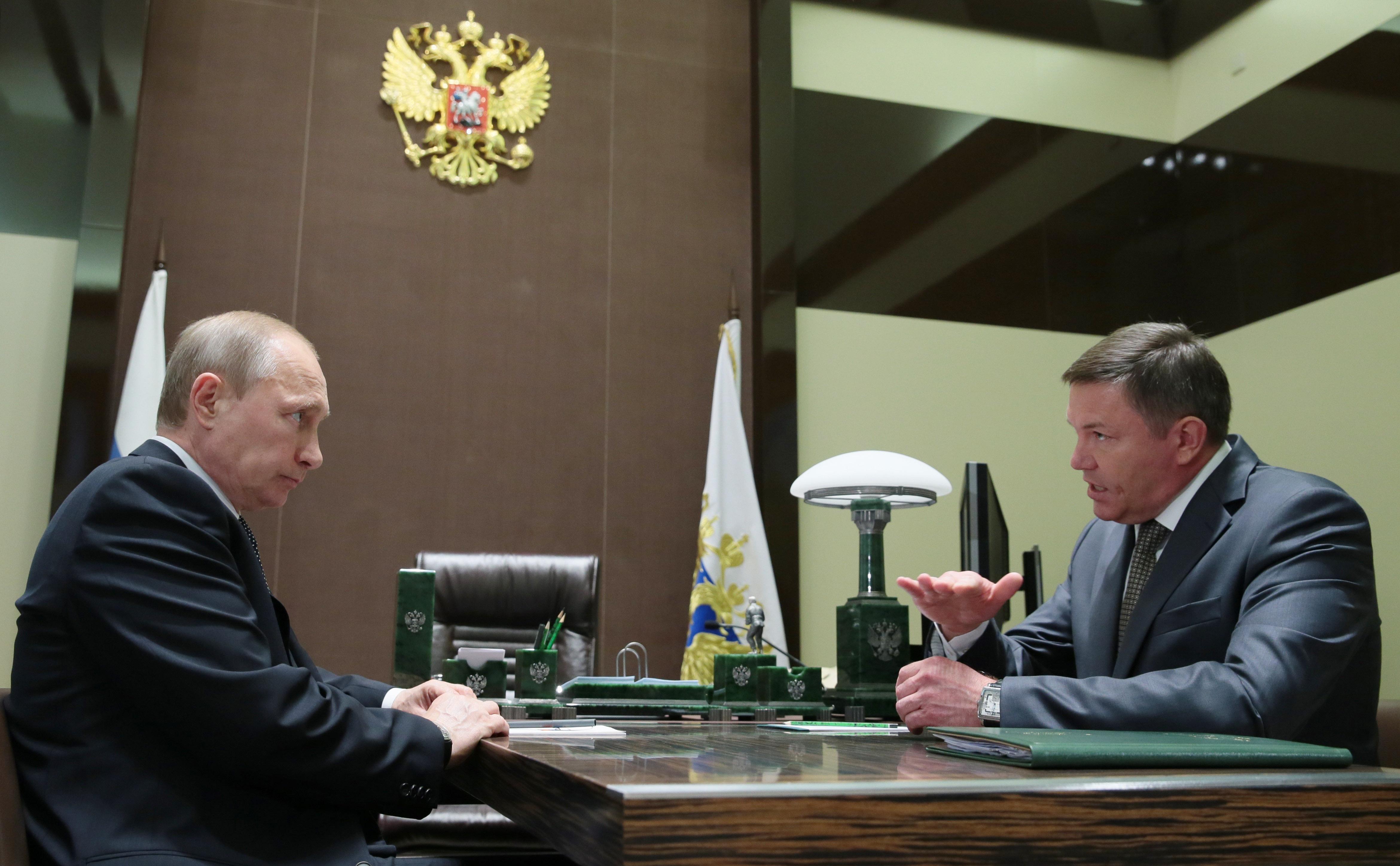 Владимир Путин и губернатор Вологодской области Олег Кувшинников во время встречи