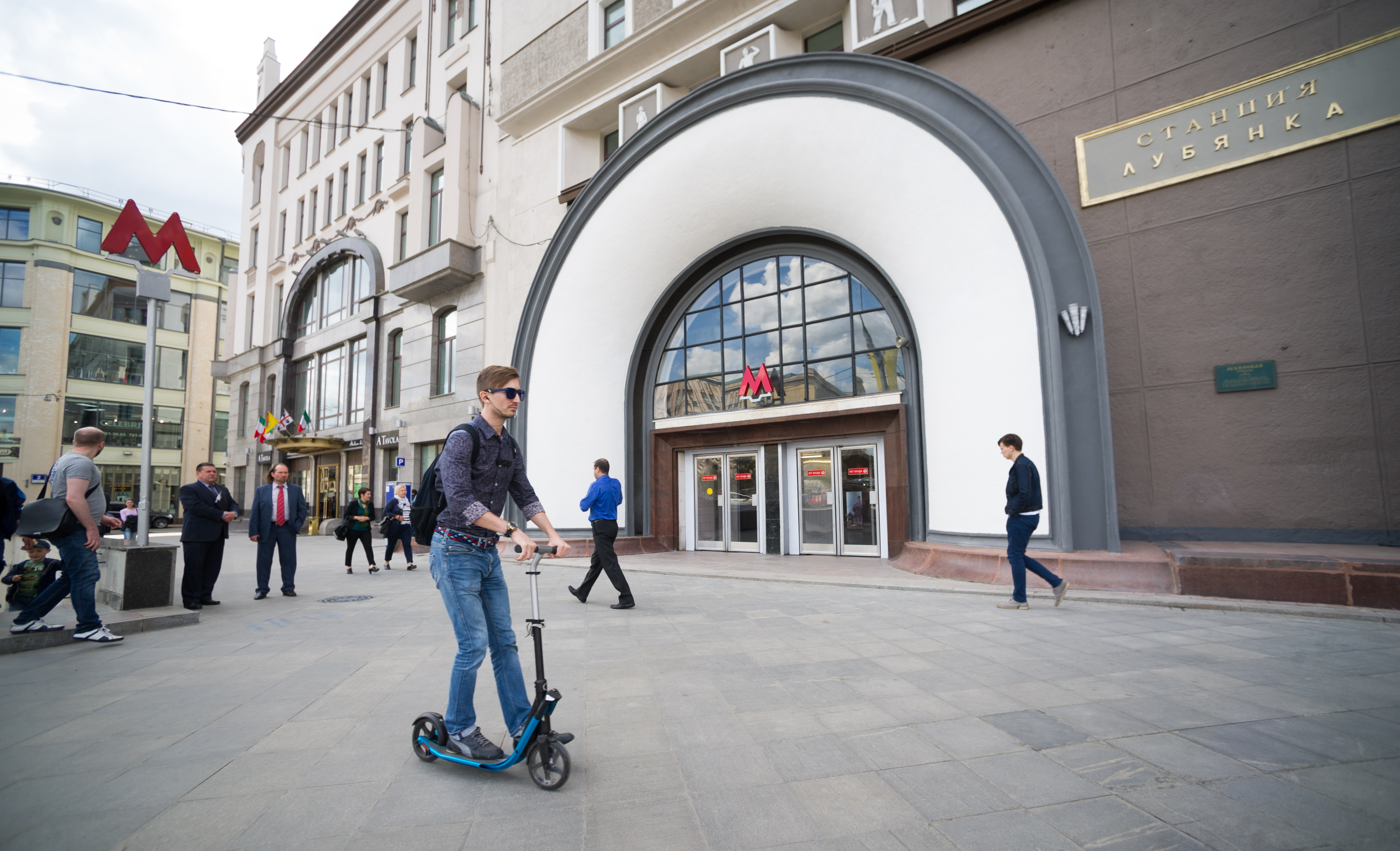 "Южный вестибюль станции метро ""Лубянка"""