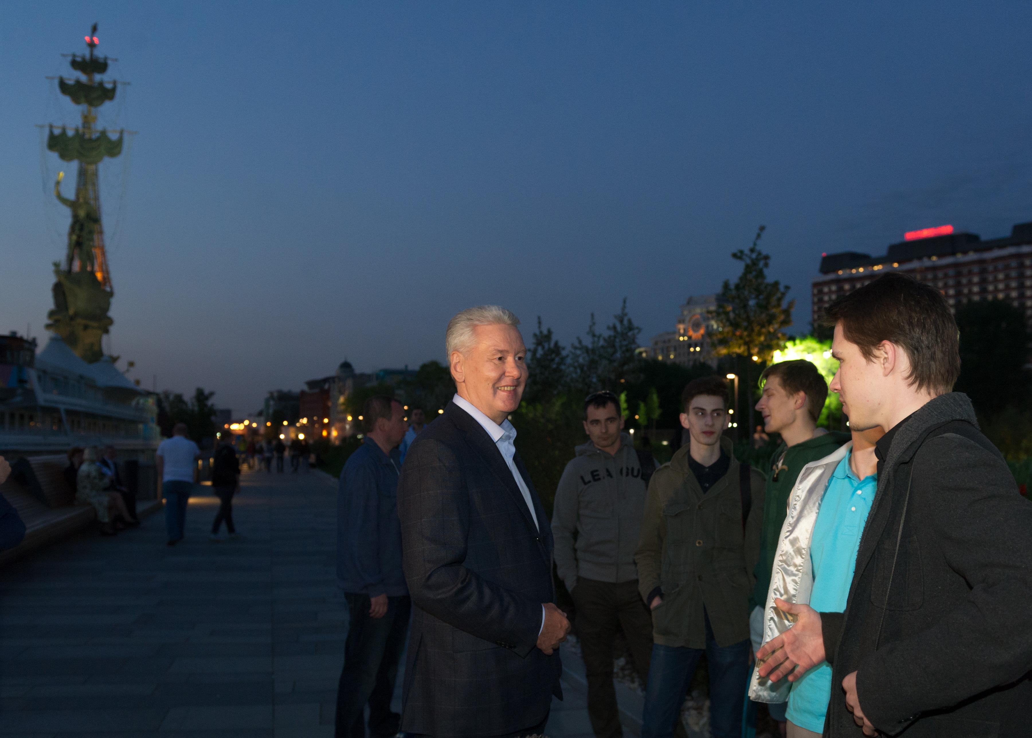 Осмотр архитектурно-художественной подсветки на Крымском мосту