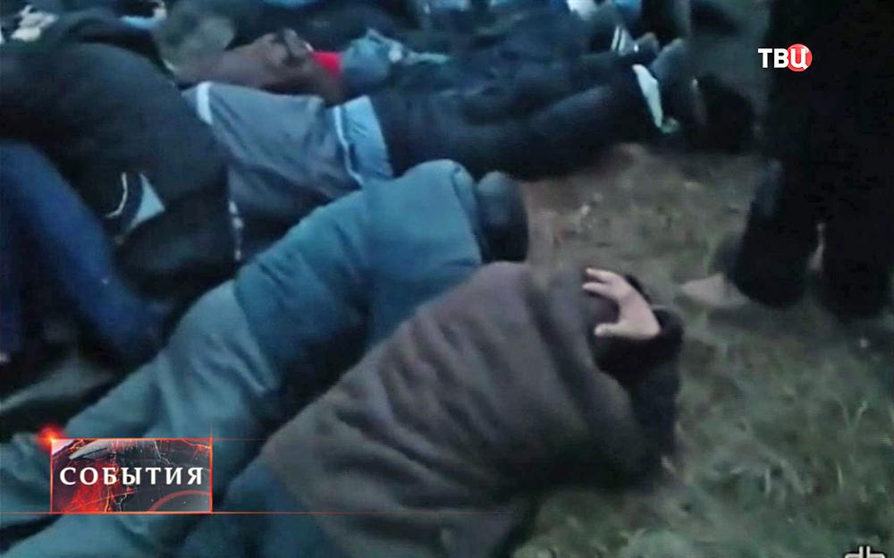 Украинские радикалы избивают крымчан ехавших на акцию протеста в Киев