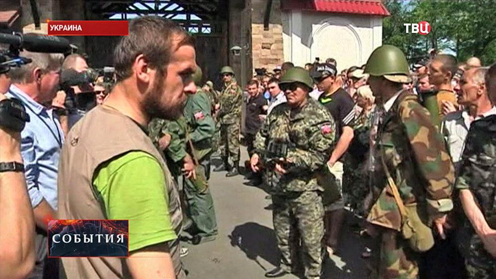 Жители у резиденции олигарха Рината Ахметова