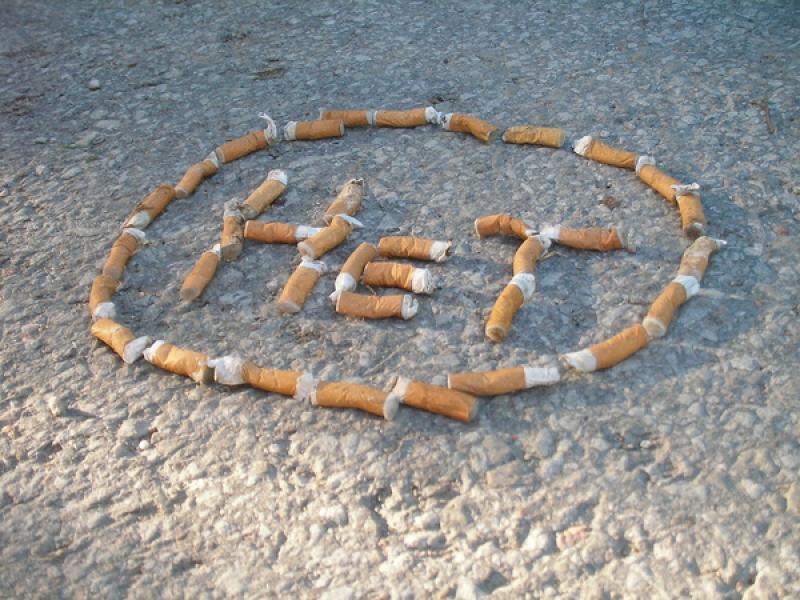 Отказ от курения в виде сломанных сигарет