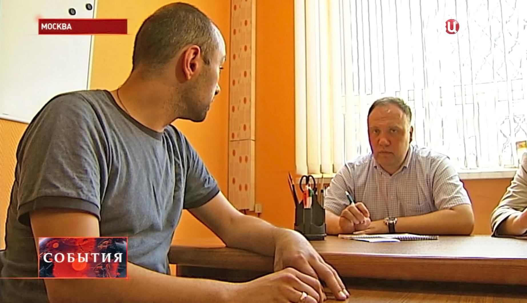 """Приемная ассоциации """"Право против фашизма"""" для жителей Украины"""
