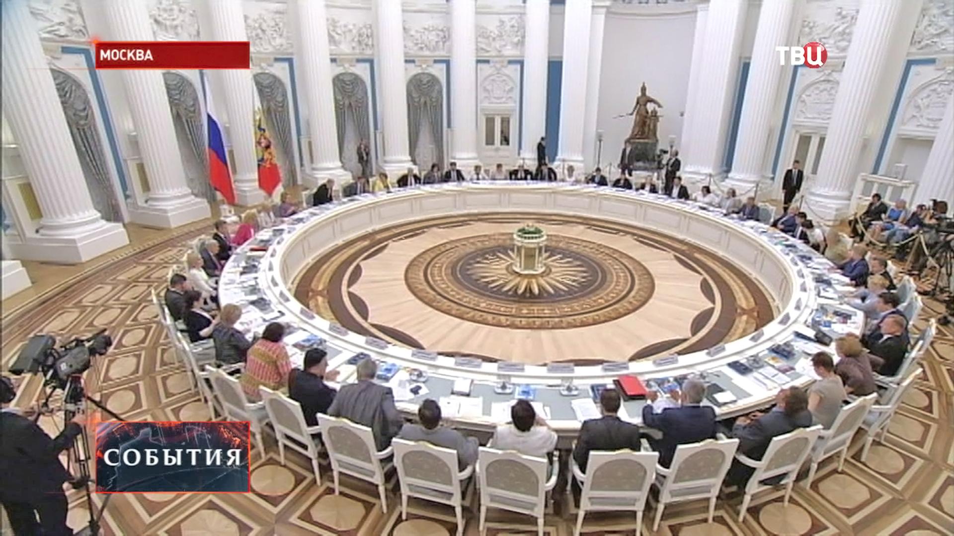 Владимир Путин на заседании Координационного совета по реализации Национальной стратегии действий в интересах детей до 2017 года
