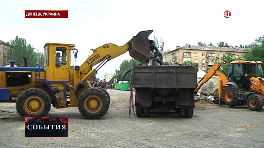Снос баррикад у областной администрации Донецка