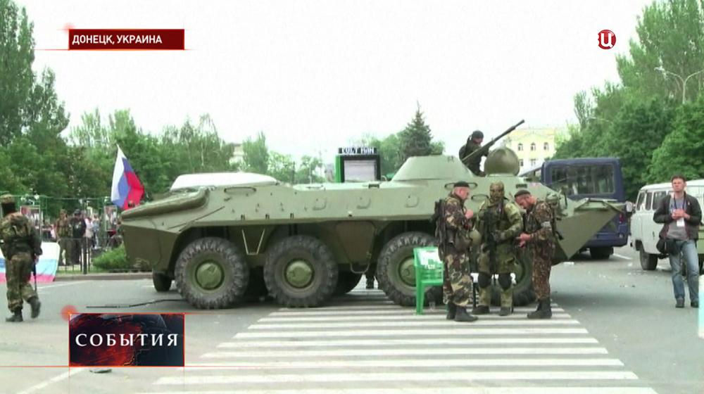 Бойцы самообороны в Донецке