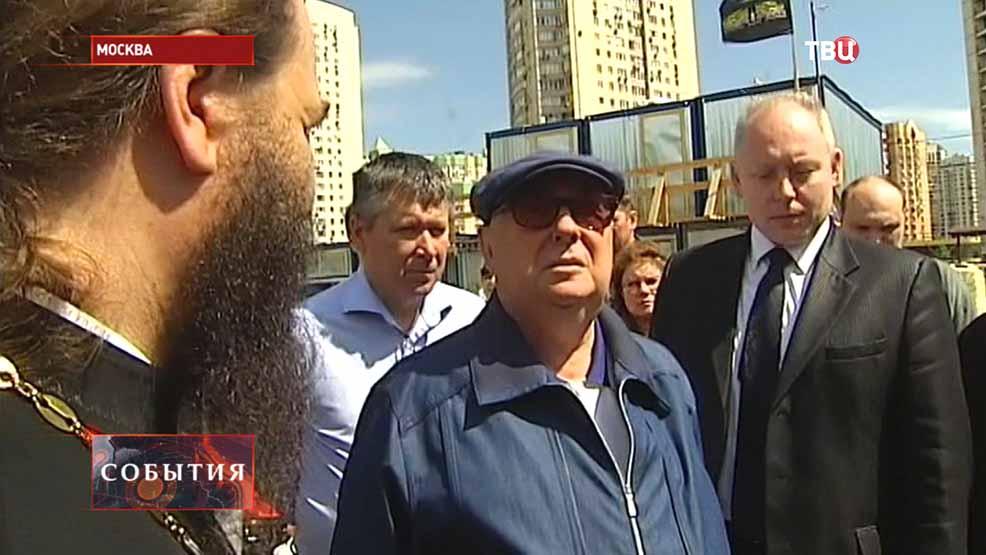 Владимир Ресин инспектирует ход строительных работ