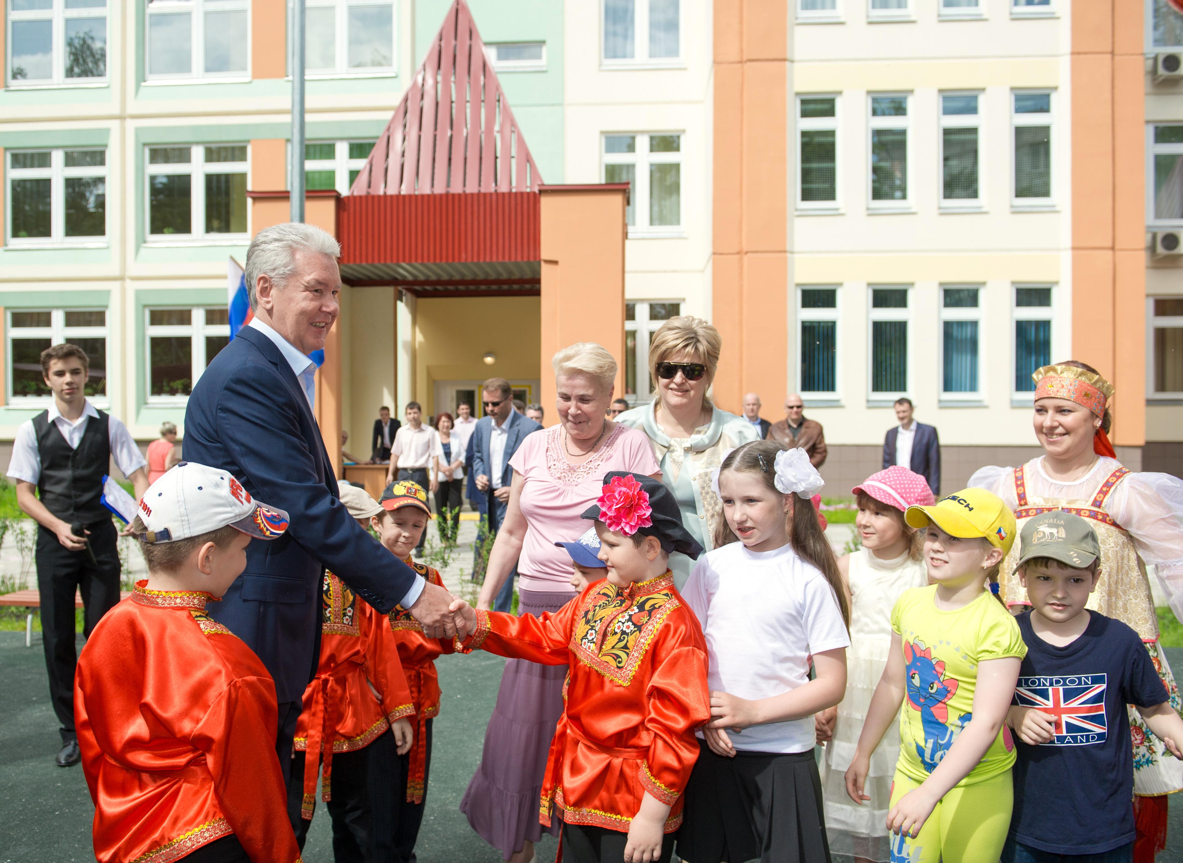 Сергей Собянин во время открытия детского сада в Северном Измайлове