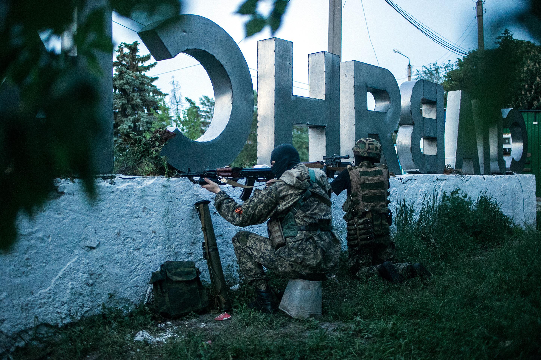 Ополченцы на боевом дежурстве на границе Славянска