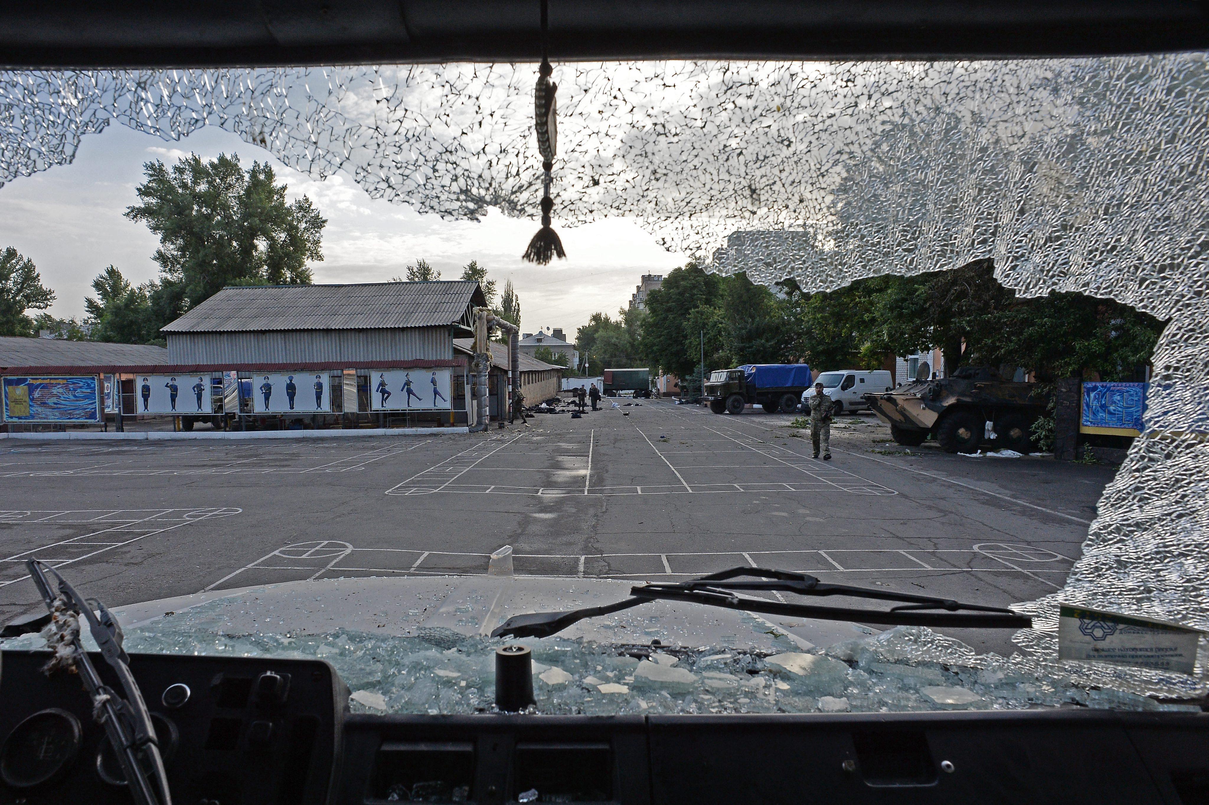 Воинская часть Украины в Луганске взята под контроль ополченцами
