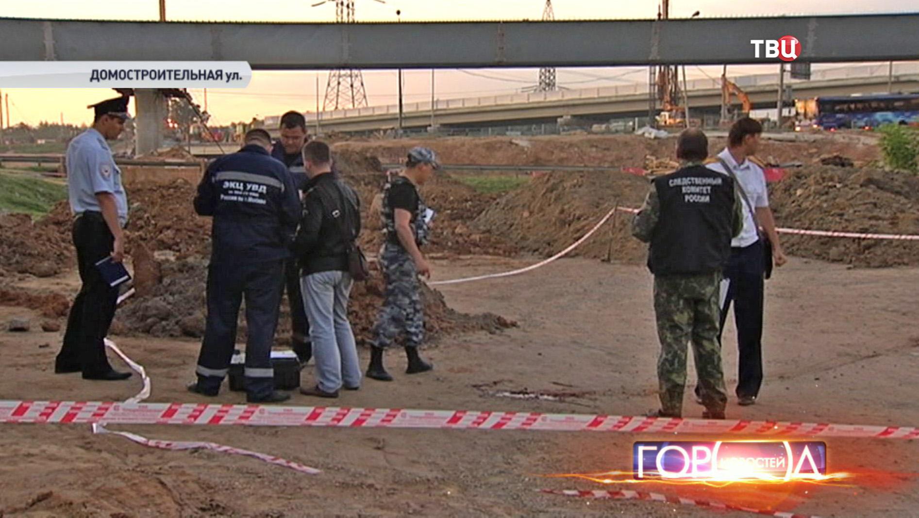 Сотрудники полиции на месте убийства участкового в Новопеределкине