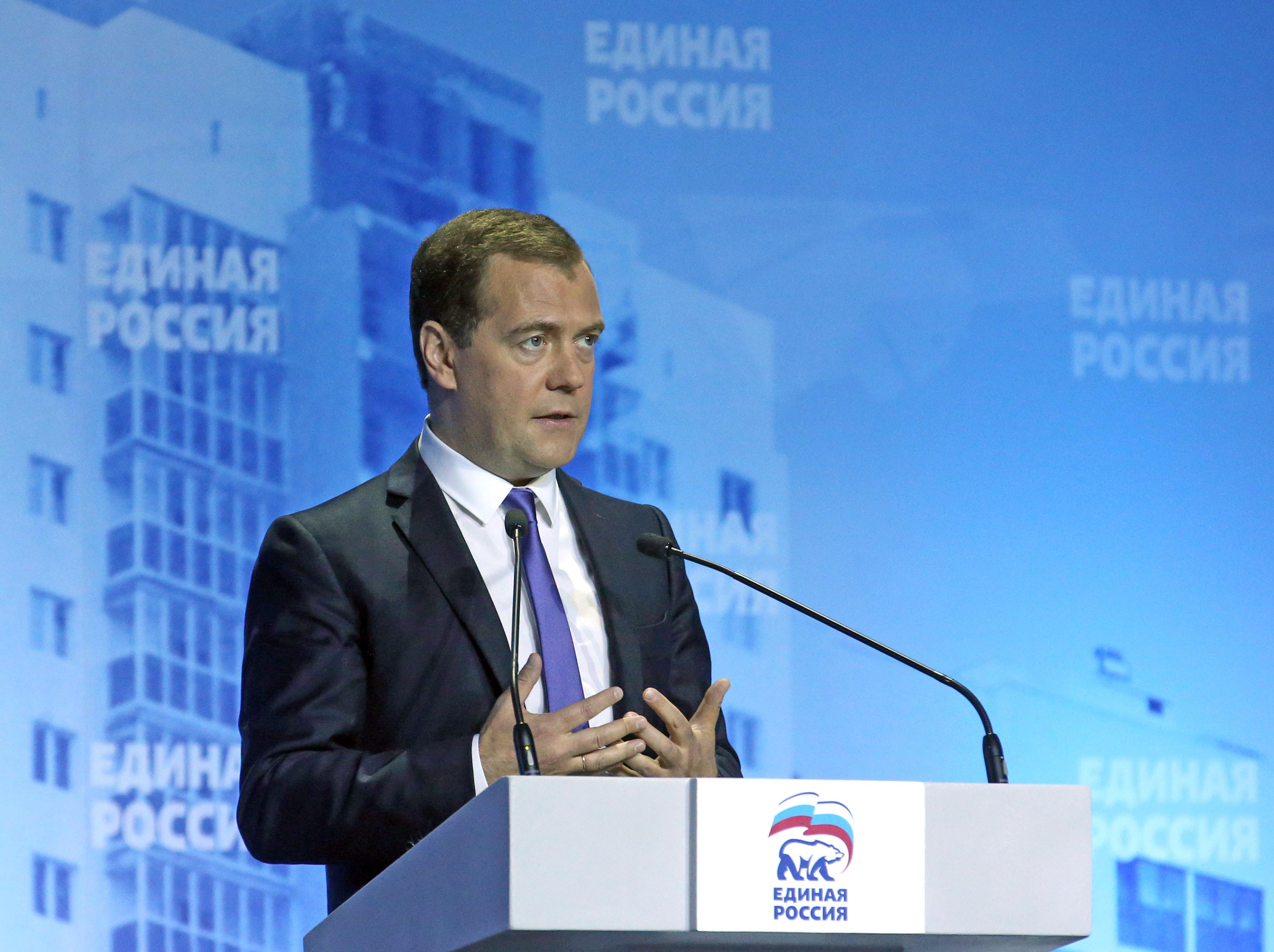 """Дмитрий Медведев во время пленарного заседания форума """"ЖКХ - новое качество"""""""