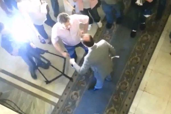 Ляшко выгоняет российских журналистов из здания Рады