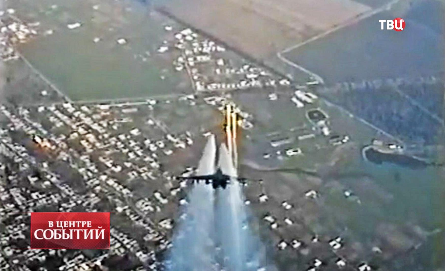 Штурмовик Су-25 ВВС Украины наносит ракетный удар по позициям ополчения