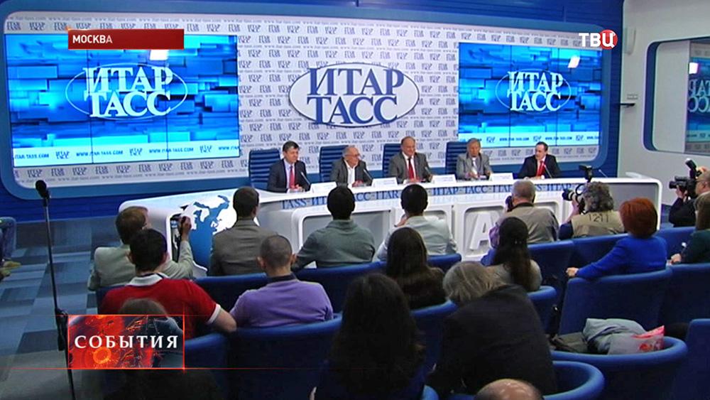 Геннадий Зюганов на пресс-конференции