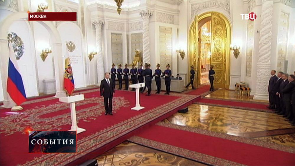 Президент РФ Владимир Путин вручает госпремии