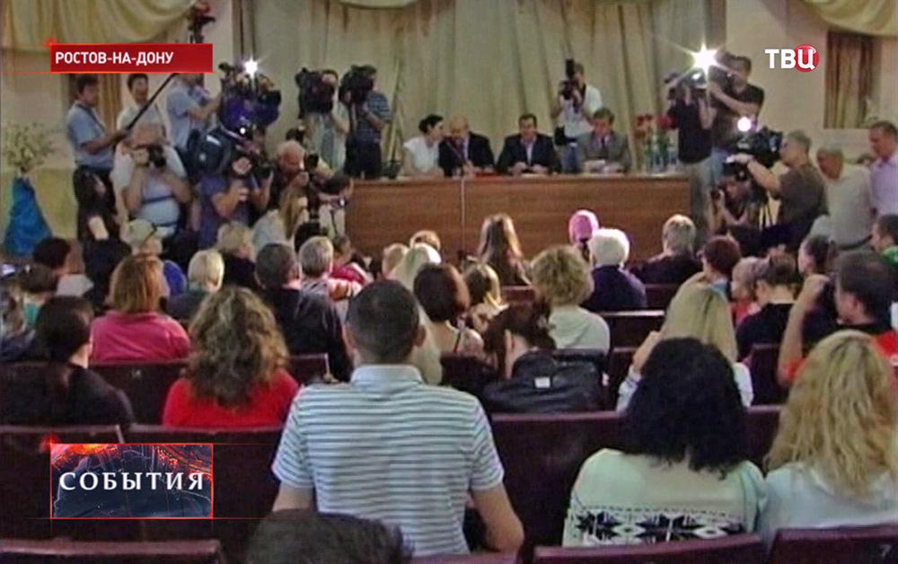 Беженцы с Донбасса на встрече с генсеком ОБСЕ