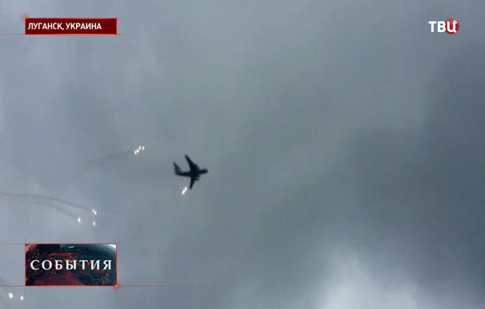 Самолет украинских ВВС над Луганском