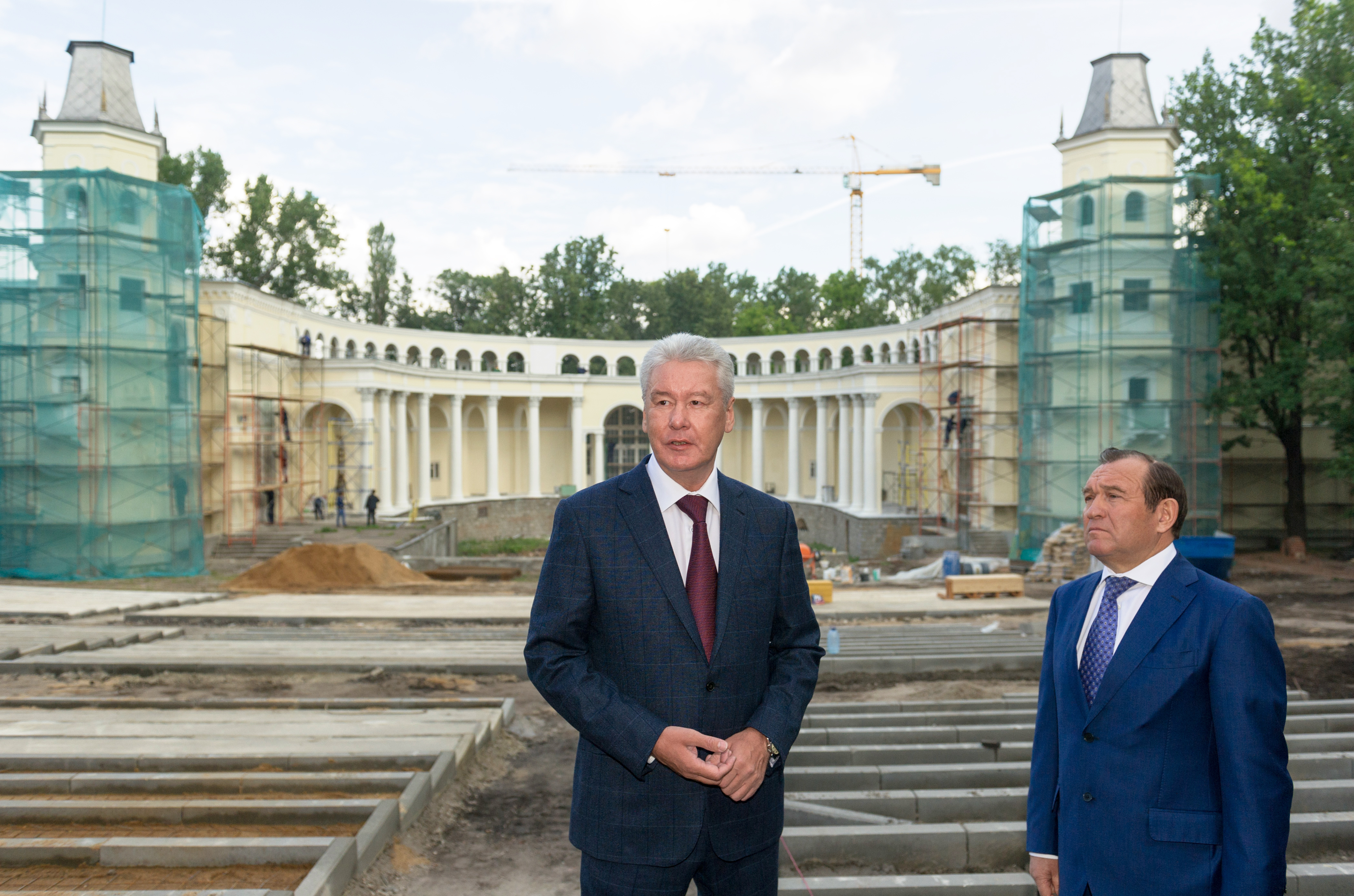 Сергей Собянин инспектирует ход работ по благоустройству выставочного центра