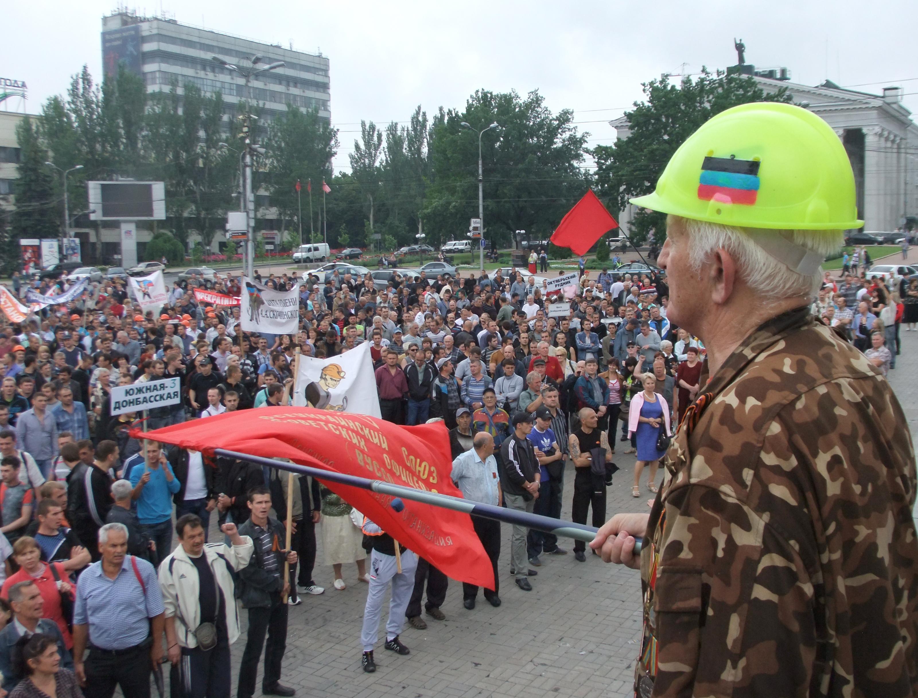 Митинг шахтеров в Донецке против спецоперации на юго-востоке Украины