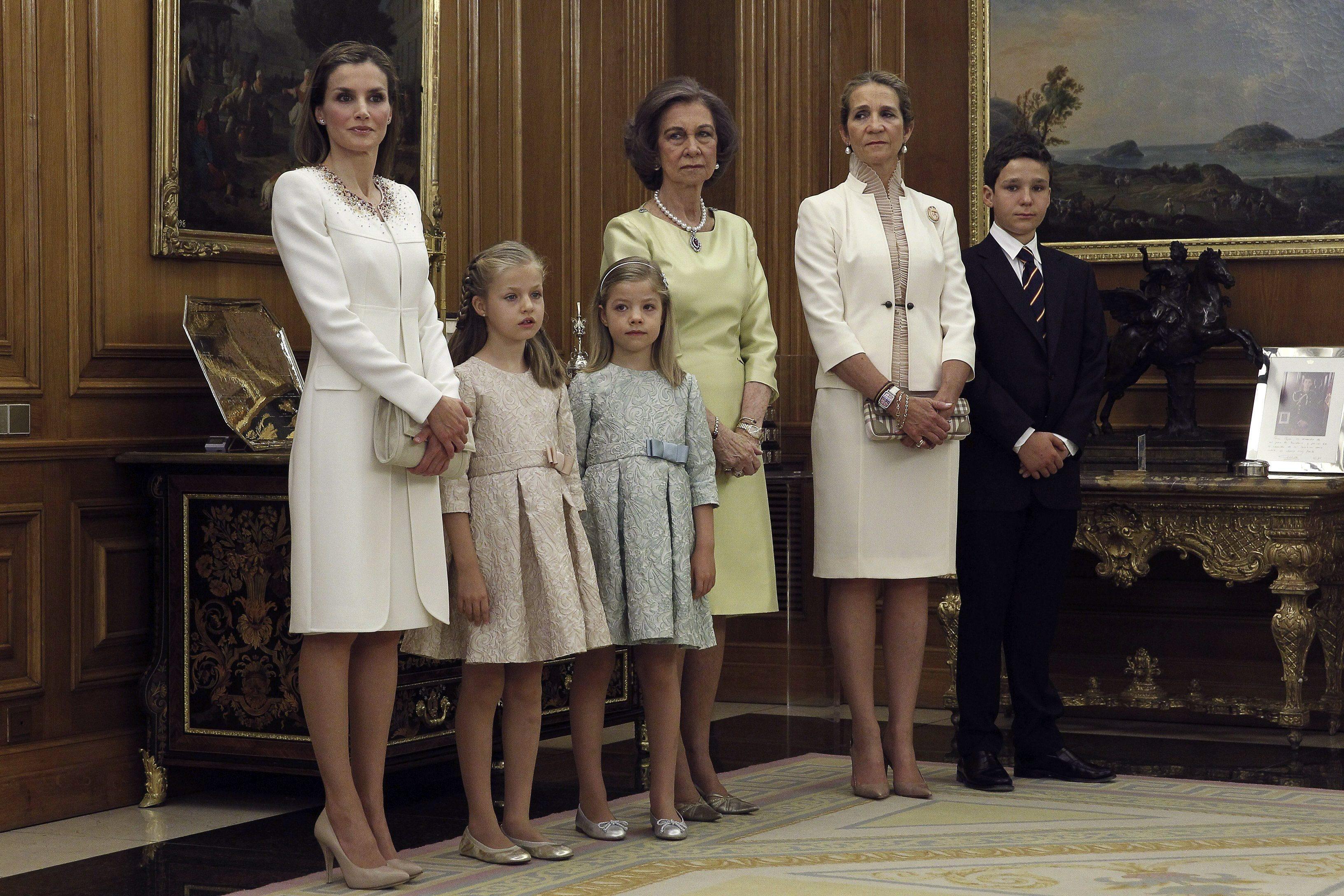 Королевская семья Испании во время церемонии коронации Филиппа VI