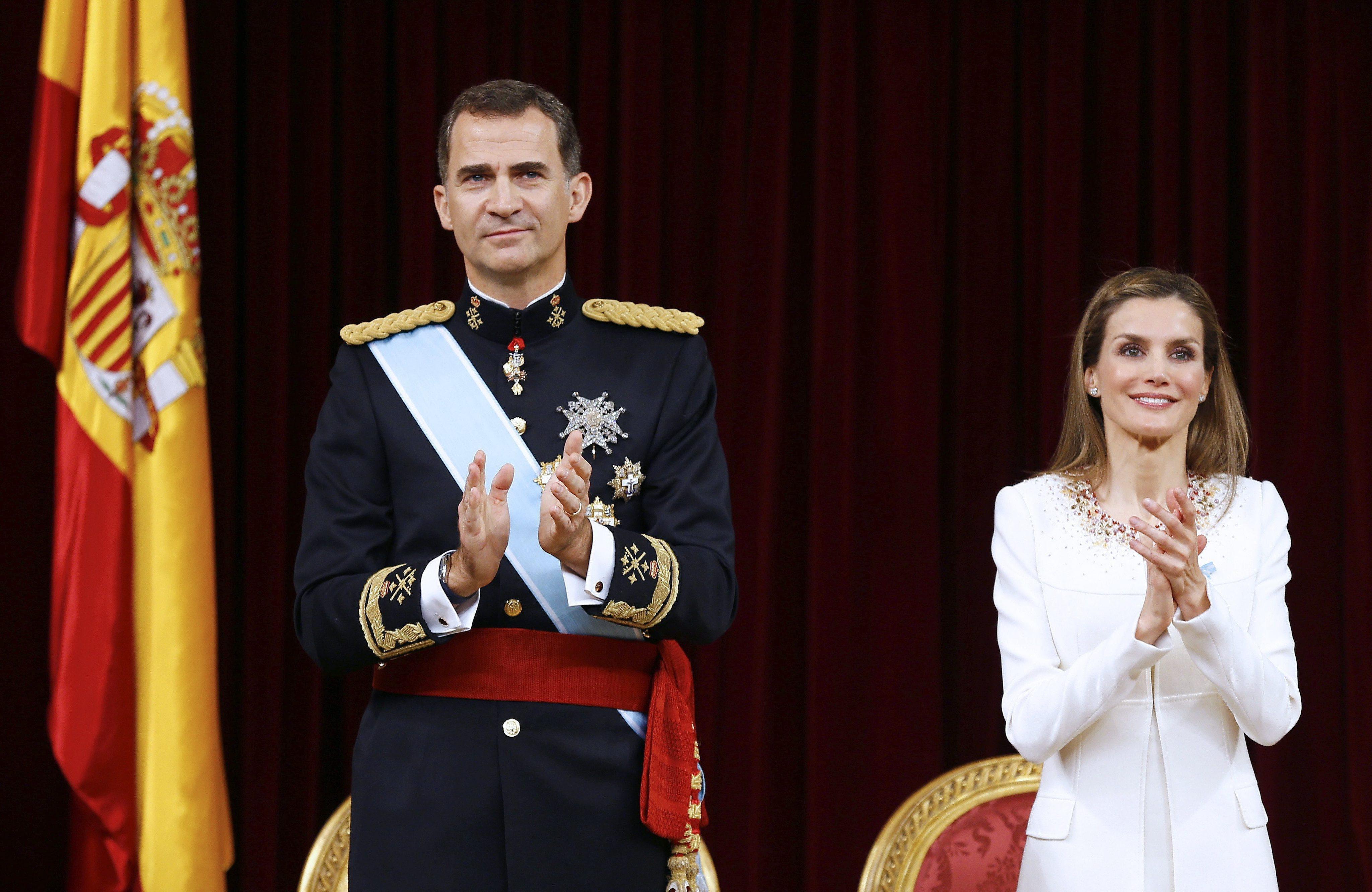 Король Испании Филипп VI с супругой Летисией во время церемонии вступления на престол