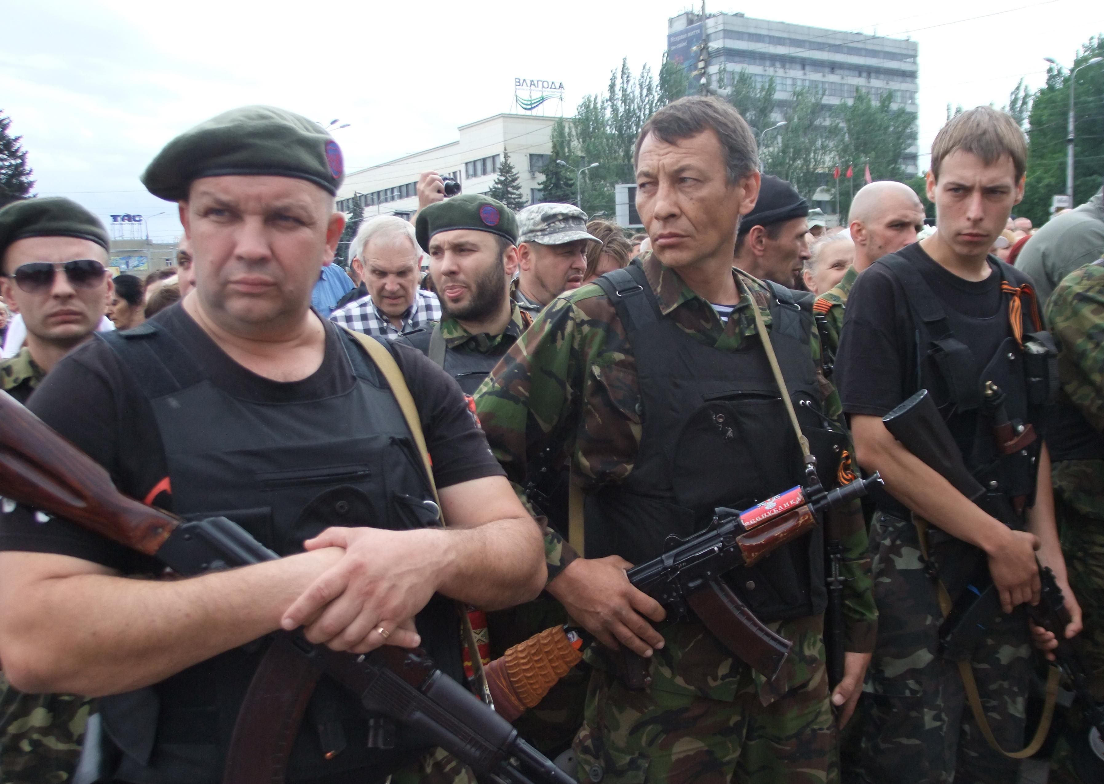 Бойцы народного ополчения Донбасса на церемонии принятия присяги