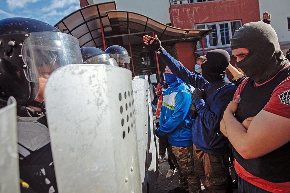 Усиление охраны у здания российского консульства в Киеве