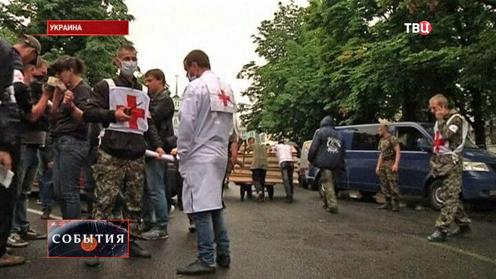 Представители Красного Креста на украине