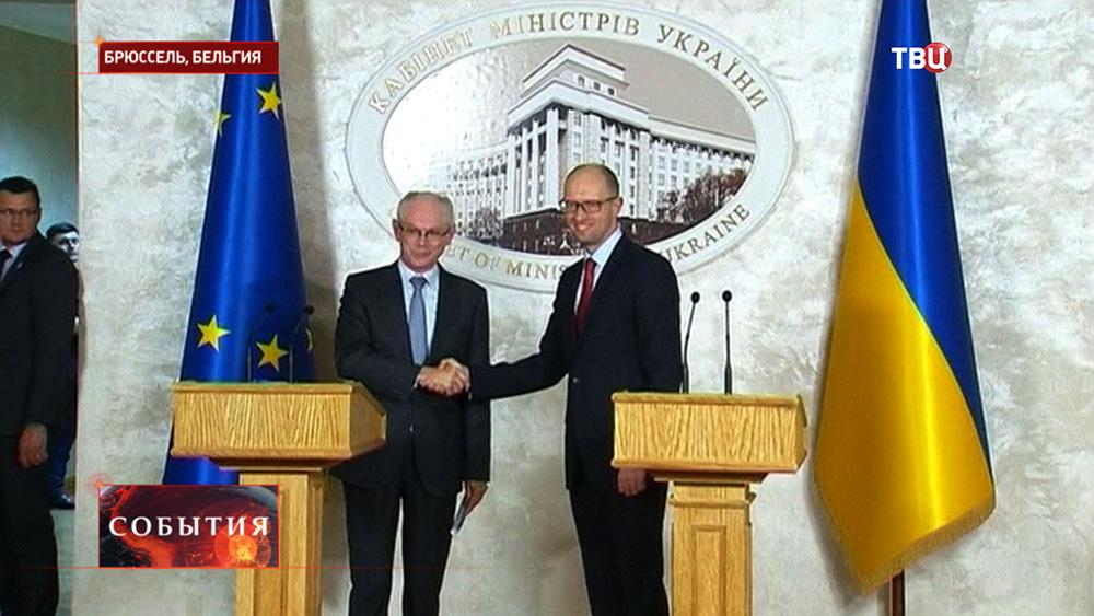 Премьер-министр Украины Арсений Яценюк и председатель европейского совета Херман Ван Ромпей