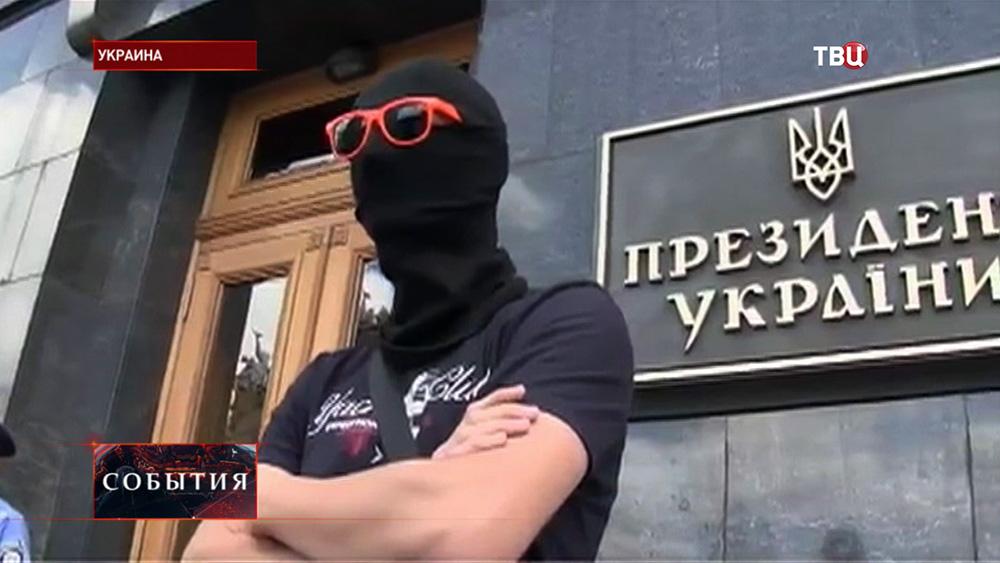 Радикалы у здания администрации президента Украины