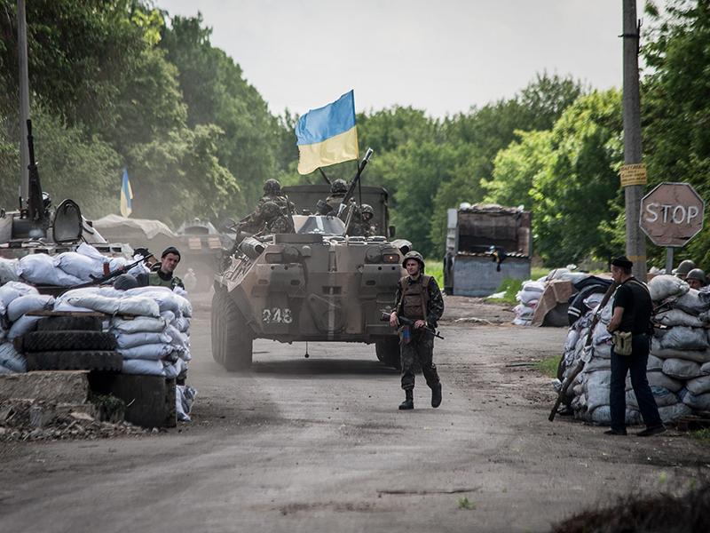 Украинские военные на блокпосту под Славянском
