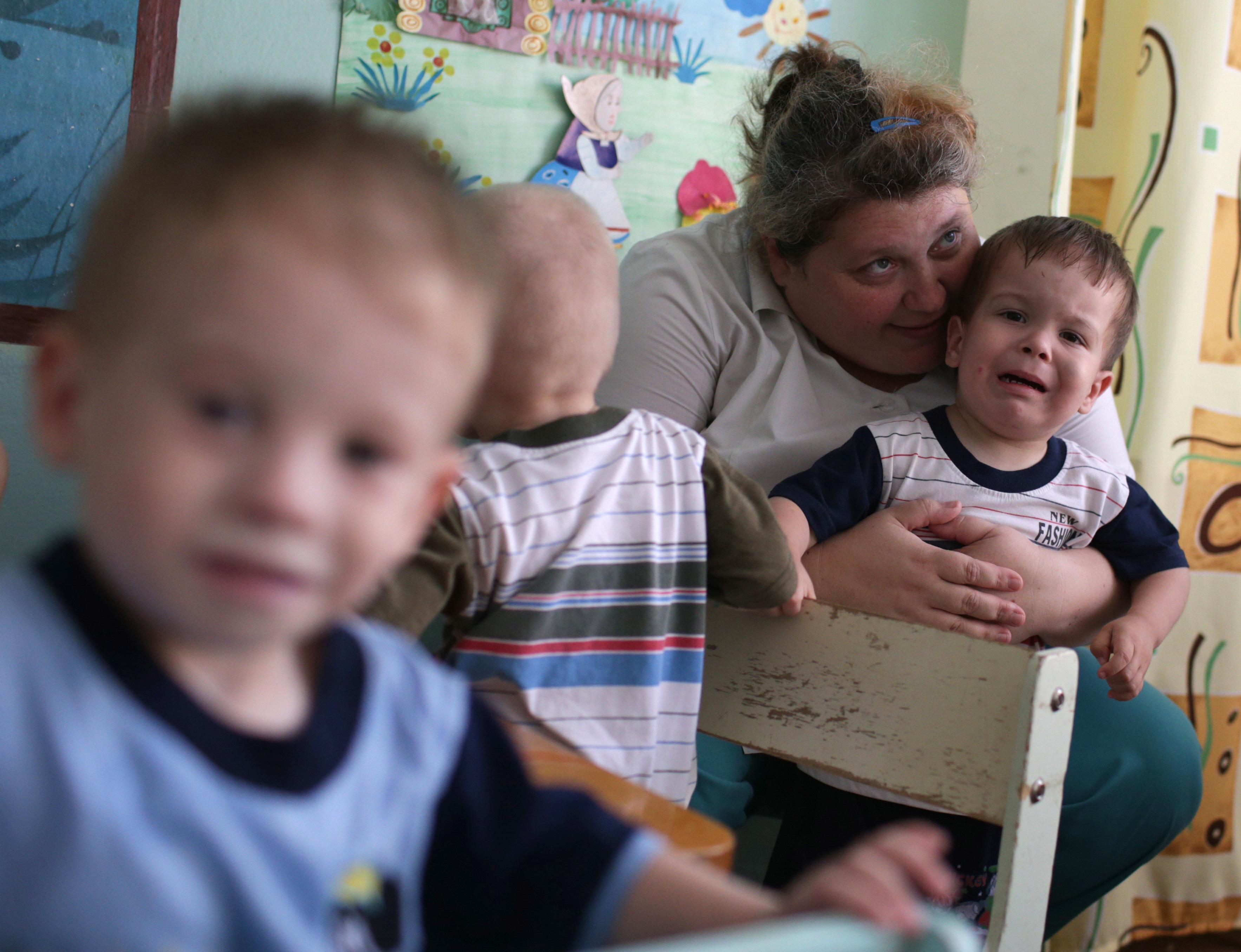 Подготовка к эвакуации детей в Луганске