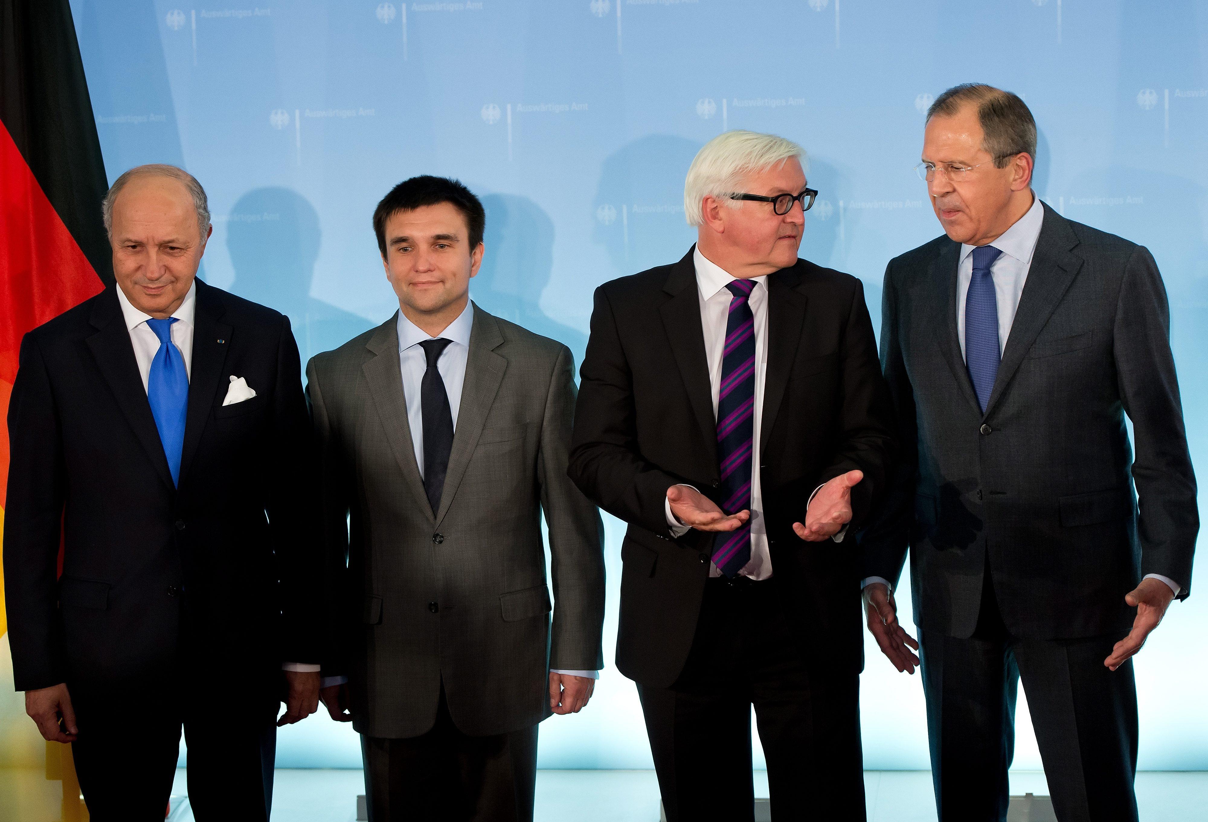 Министры иностранных дел Франции, Украины, Германии и России Лоран Фабиус, Павел Климкин, Франк-Вальтер Штайнмайер и Сергей Лавров (слева направо)