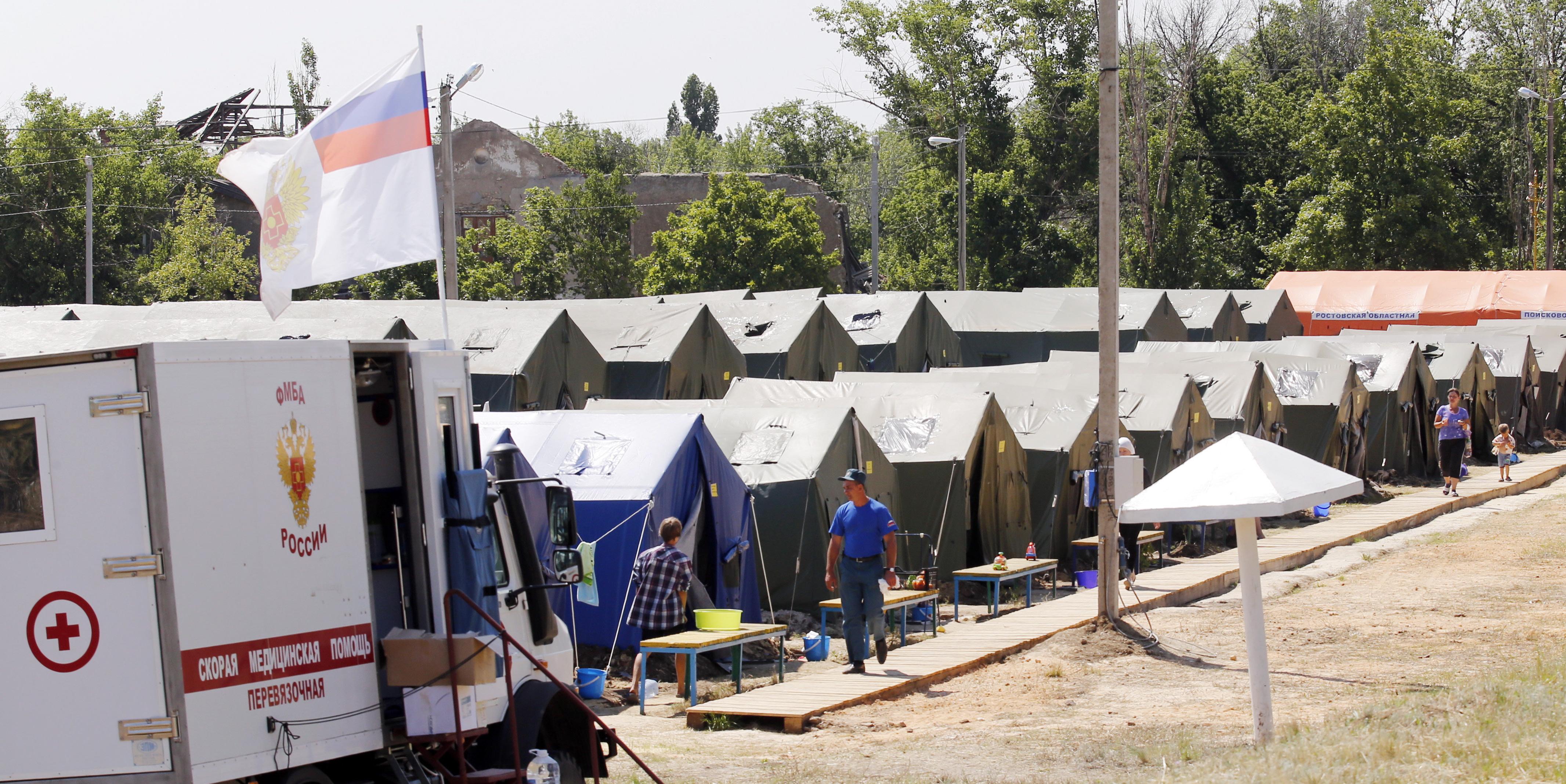 На территории палаточного лагеря для украинских беженцев в городе Донецк Ростовской области