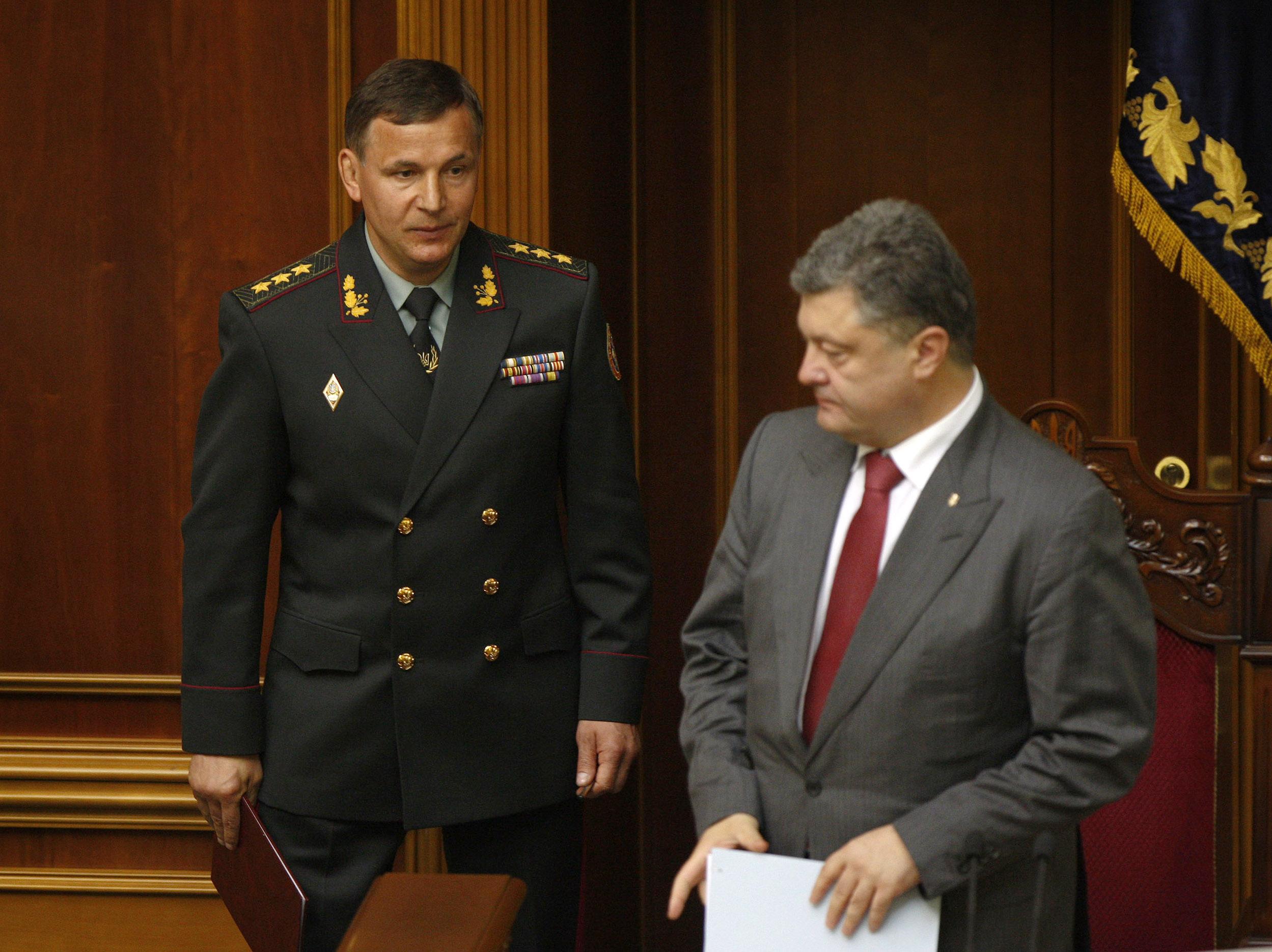 Назначенный министром обороны Украины Валерий Гелетей и президент Украины Петр Порошенко