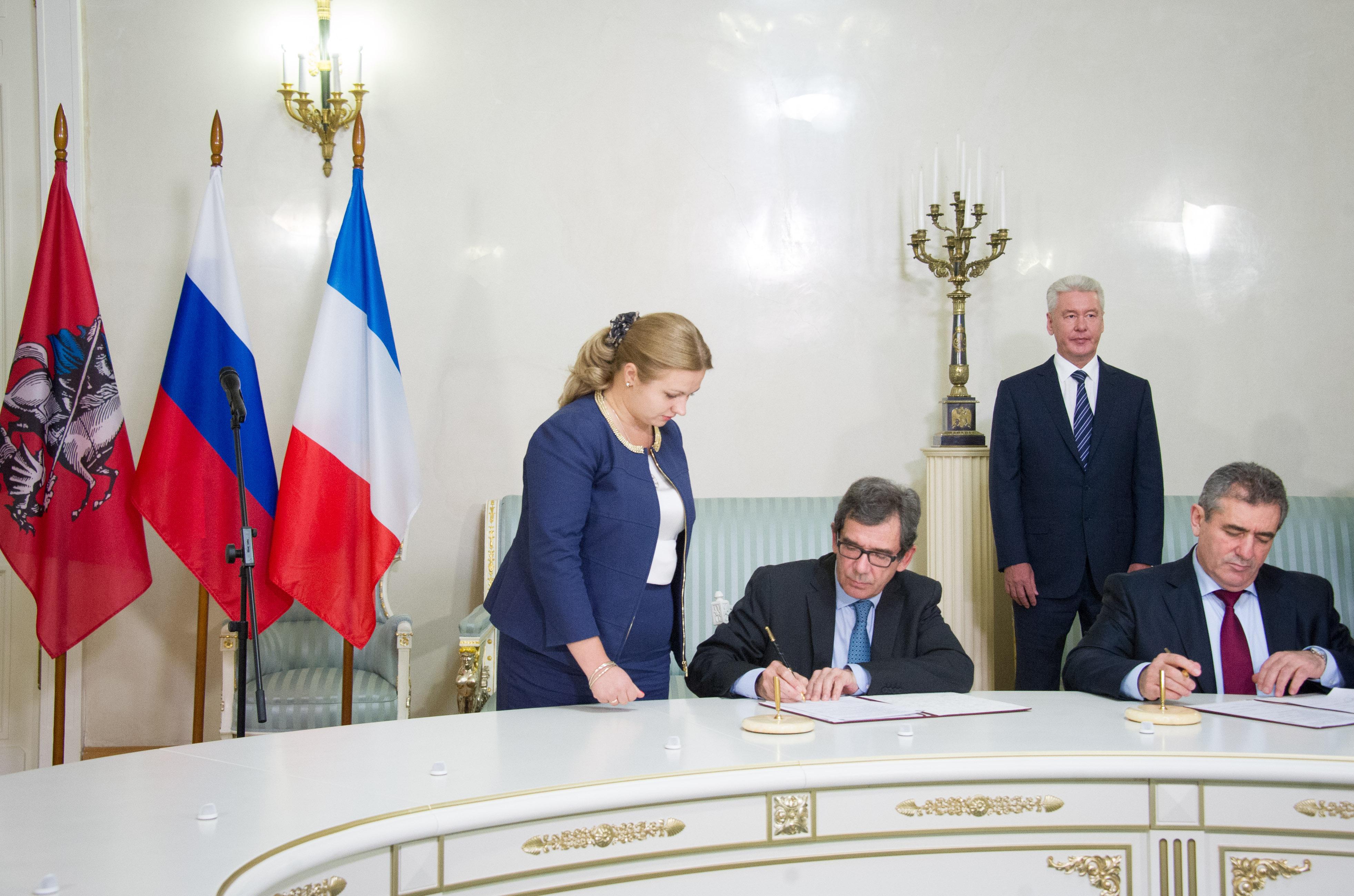 Подписание соглашения между правительством Москвы и посольством Франции в России