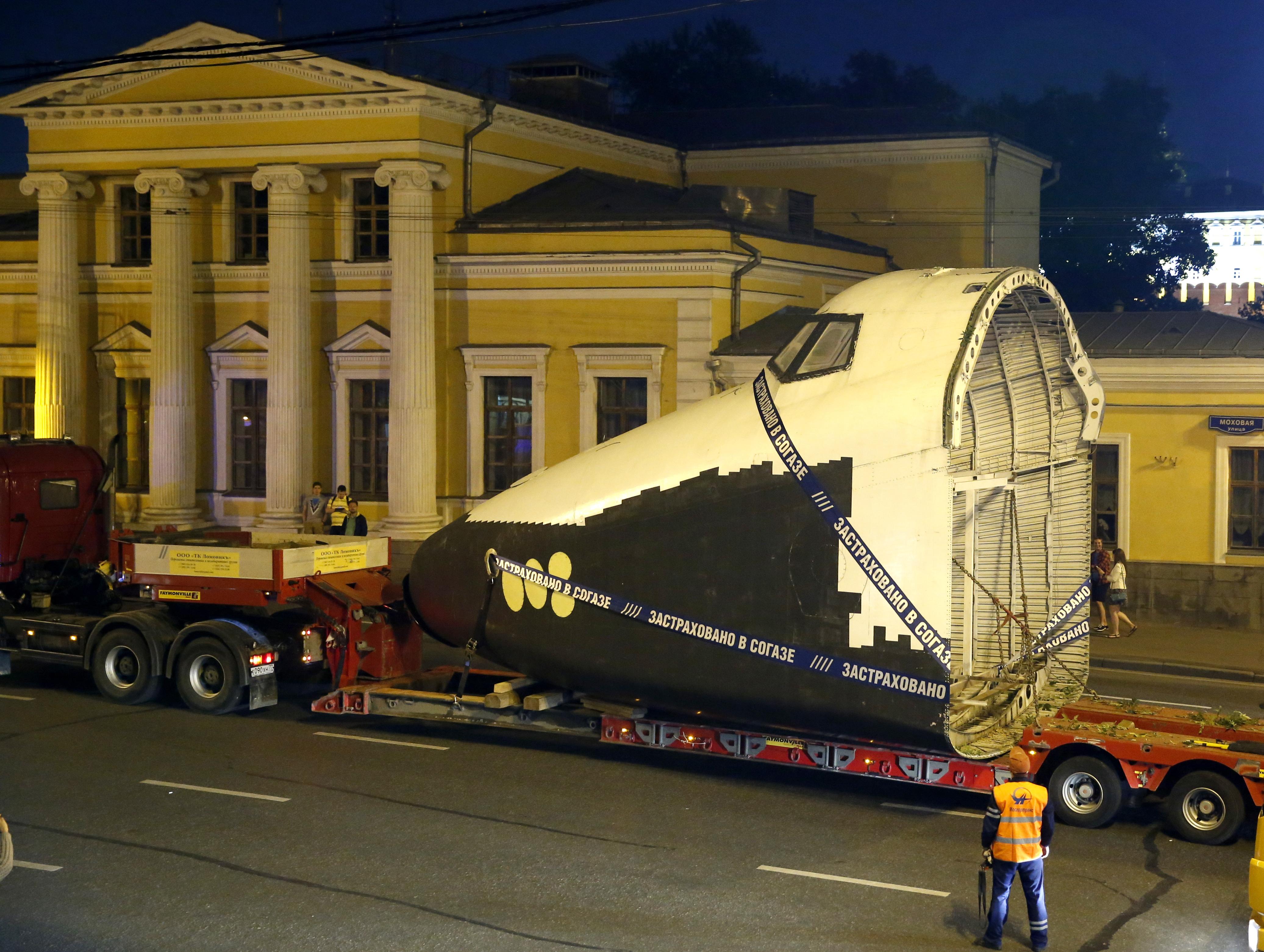 """Транспортировка макета космического корабля """"Буран"""" на ВДНХ"""