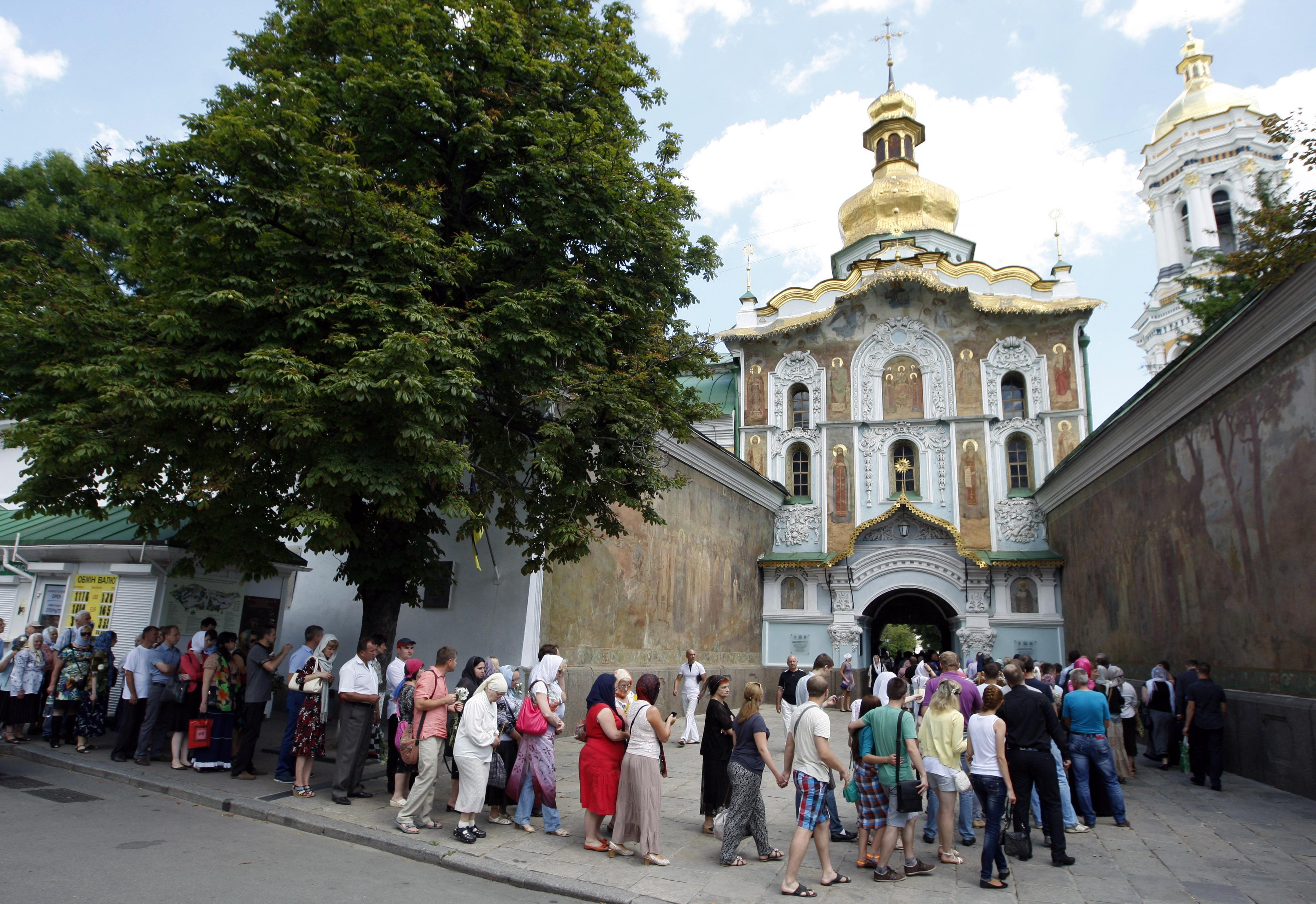 Прощание с митрополитом Владимиром в Киево-печерской лавре