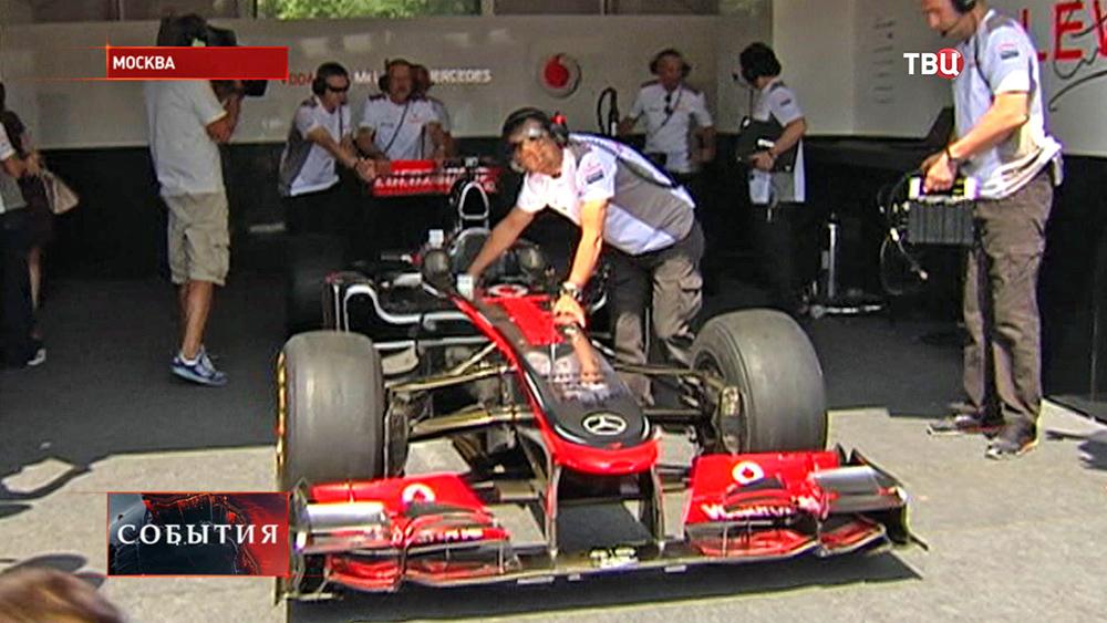 Заезд болидов Формулы 1 в Москве
