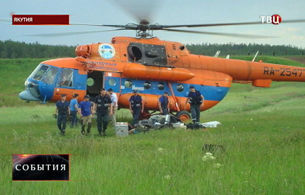 Вертолет спасателей МЧС в Якутии