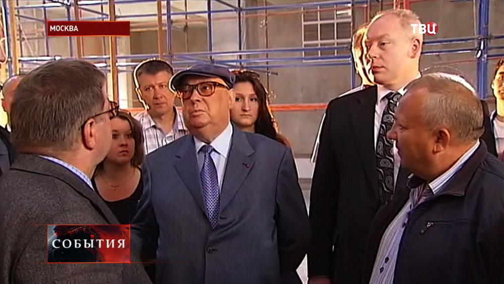 Владимир Ресин осмотрел ход строительных работ храма