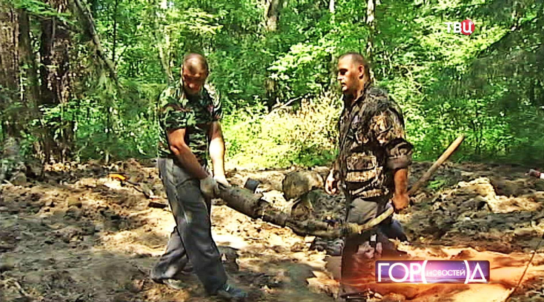 Представители поискового отряда на месте раскопок