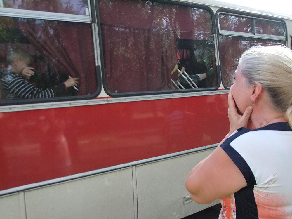 Жители Донецка перед отъездом на автобусах в Ростовскую область