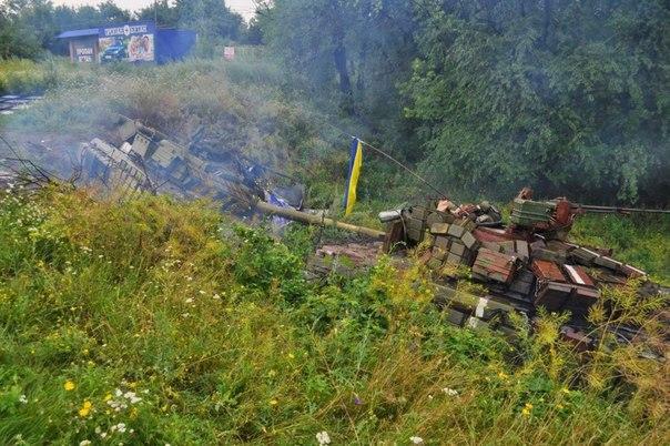 Брошенная украинской армией бронетехника в районе Краснодона в ЛНР