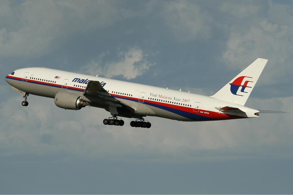 В районе боев на Украине упал малазийский Boeing 777