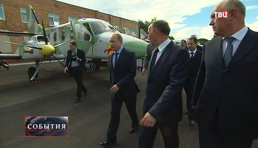 Президент России Владимир Путин во время посещения Самарского авиазавода