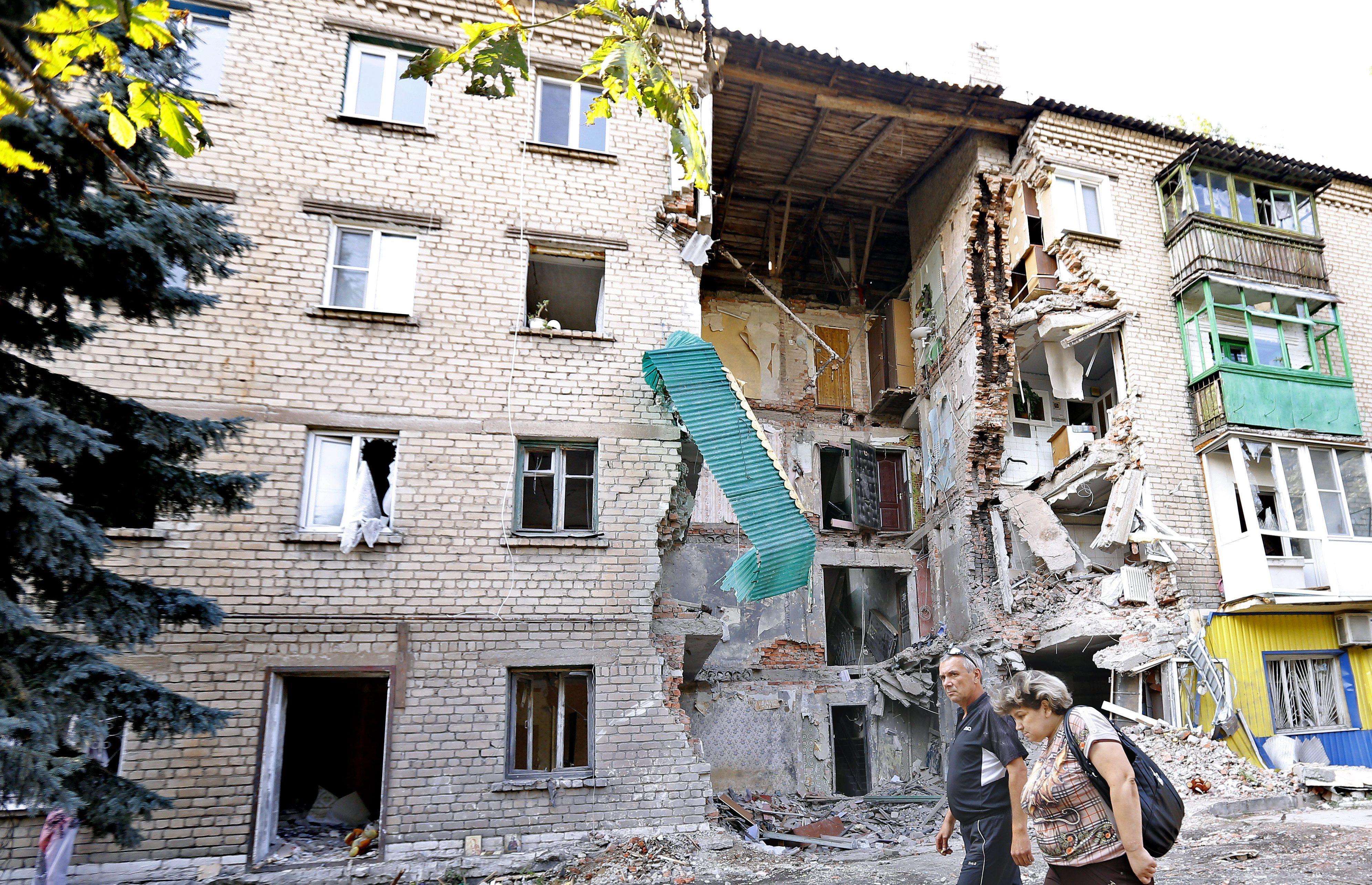 Последсвия артобстрела жилых кварталов юго-востока Украины